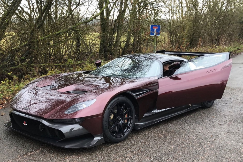 l 39 aston martin vulcan prend la route photo 2 l 39 argus. Black Bedroom Furniture Sets. Home Design Ideas