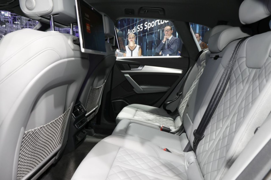 audi q5 au mondial 2016 premi res impressions bord du nouveau q5 photo 8 l 39 argus. Black Bedroom Furniture Sets. Home Design Ideas