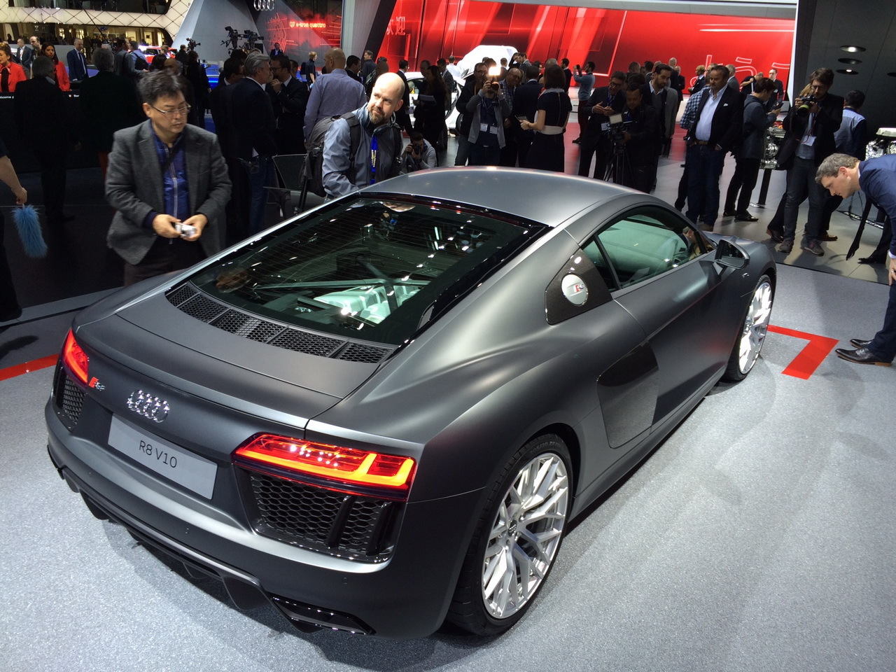 deux minutes bord de la nouvelle audi r8 2015 photo 2 l 39 argus. Black Bedroom Furniture Sets. Home Design Ideas