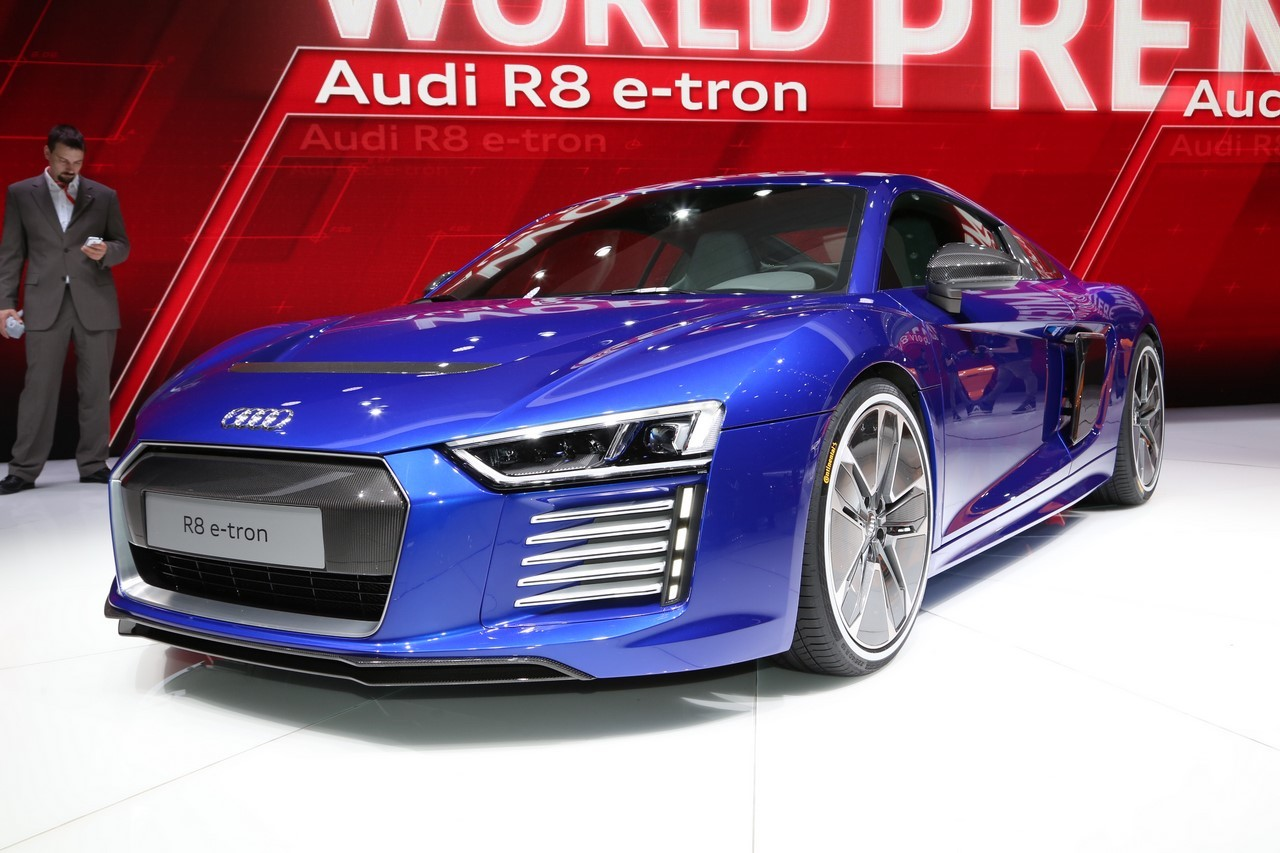 vid o audi r8 e tron le retour de la supercar lectrique gen ve audi auto evasion. Black Bedroom Furniture Sets. Home Design Ideas