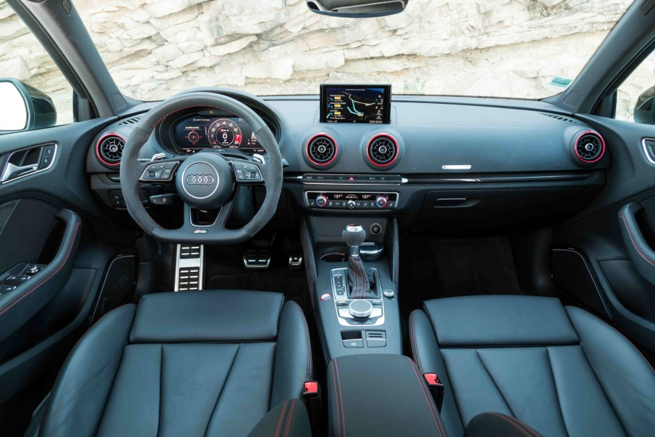essai audi rs3 berline 2018 notre avis sur l 39 a3 de 400 ch photo 37 l 39 argus. Black Bedroom Furniture Sets. Home Design Ideas