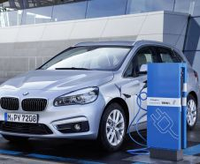 vue avant BMW 225xe en charge