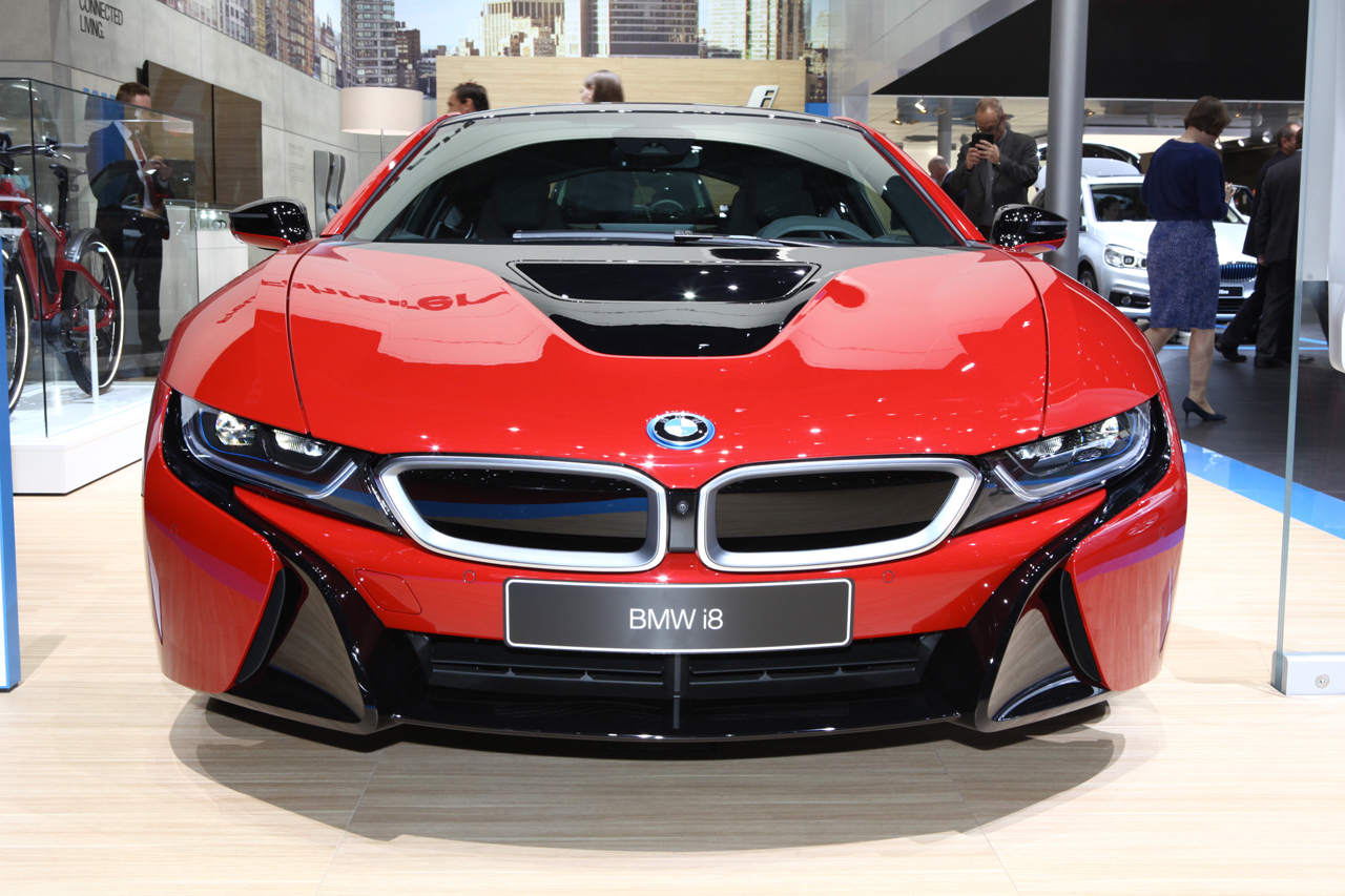 bmw i8 protonic red edition 147 900 euros pour la i8 exclusive photo 2 l 39 argus. Black Bedroom Furniture Sets. Home Design Ideas