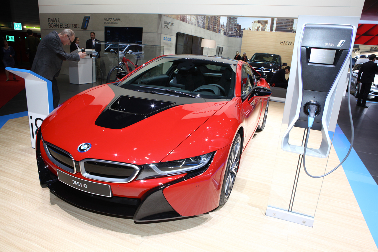 bmw i8 protonic red la i8 voit rouge gen ve photo 1 l 39 argus. Black Bedroom Furniture Sets. Home Design Ideas