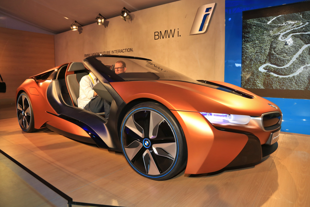 ces 2016 bmw i vision future interaction bient t une i8 cabriolet l 39 argus. Black Bedroom Furniture Sets. Home Design Ideas