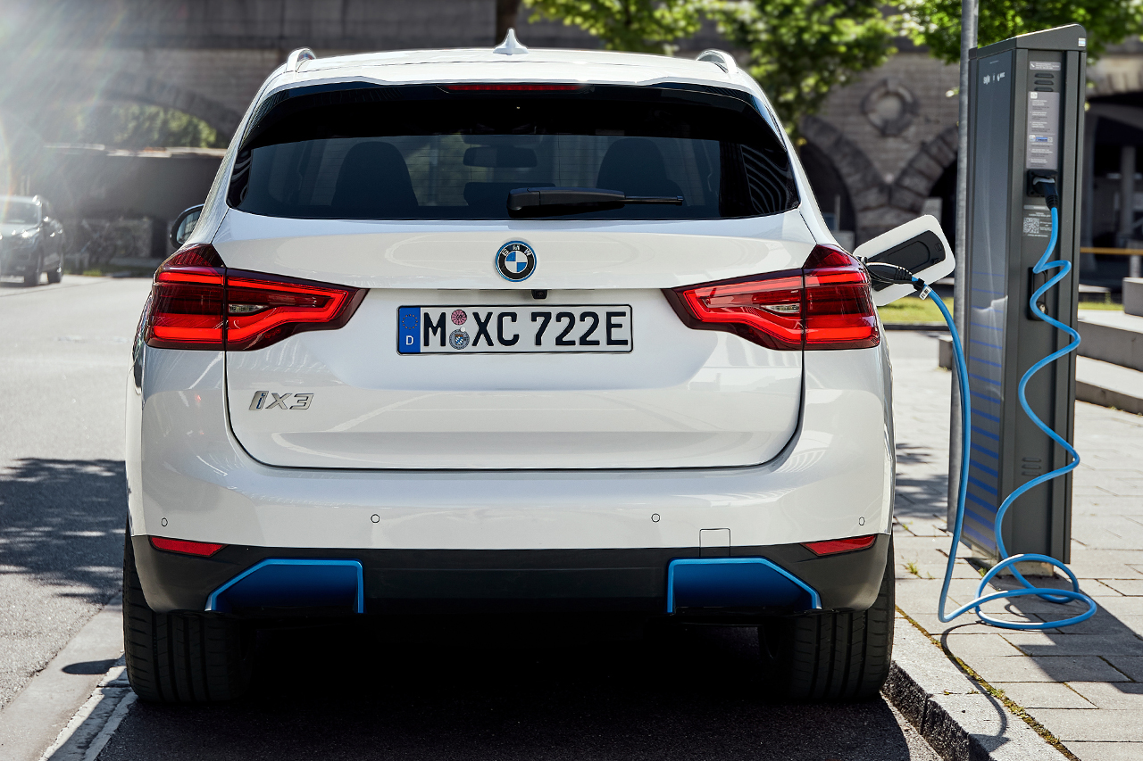 BMW iX3 (2021) : nos impressions à bord du 1er SUV ...