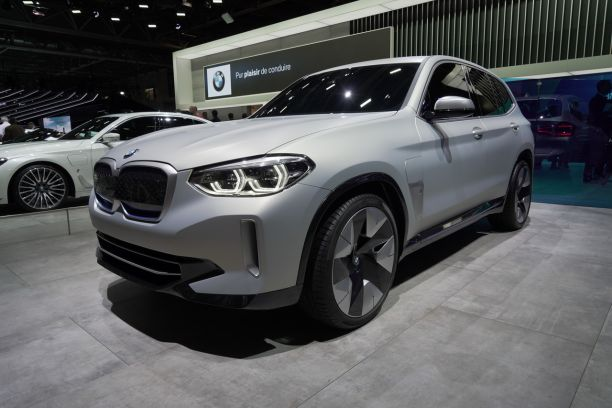 bmw ix3 concept premier aper u du x3 lectrique au mondial 2018 l 39 argus. Black Bedroom Furniture Sets. Home Design Ideas
