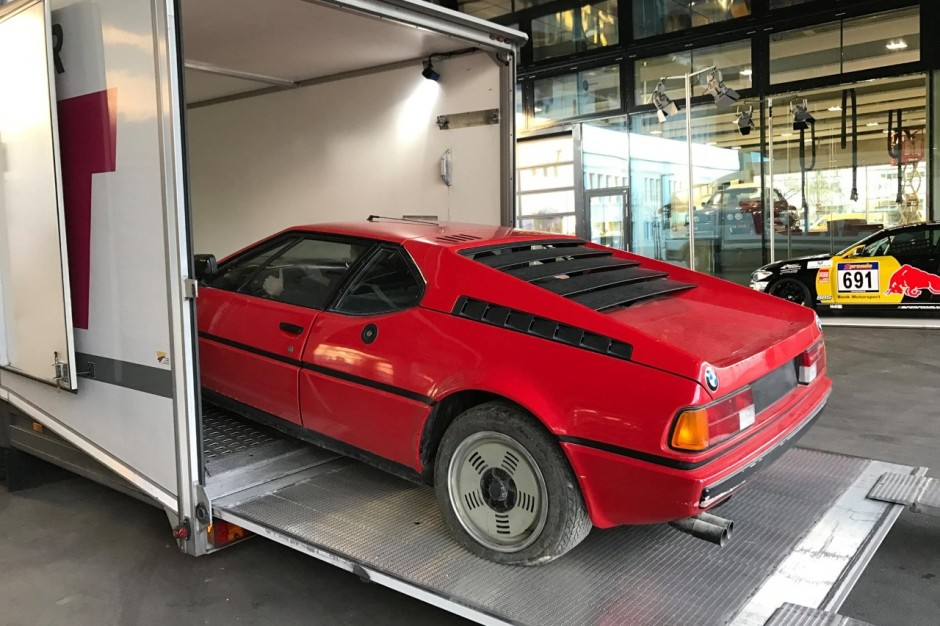 une bmw m1 de 1981 retrouv e dans un garage en italie. Black Bedroom Furniture Sets. Home Design Ideas
