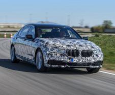 BMW Série 7 2015 camouflée sur circuit
