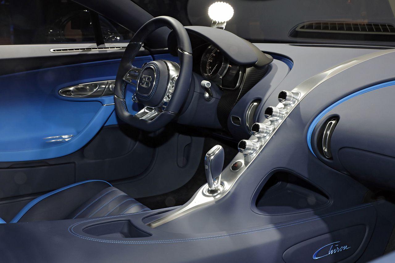 Bugatti chiron une nouvelle teinte bleu royale for Interieur bugatti chiron