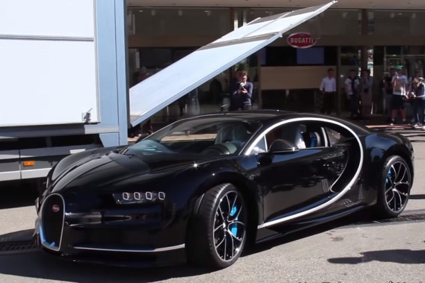 vid o la premi re bugatti chiron livr e monaco l 39 argus. Black Bedroom Furniture Sets. Home Design Ideas