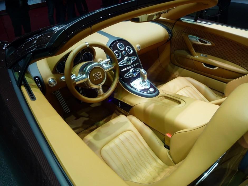 la bugatti veyron tire sa r v rence gen ve photo 3. Black Bedroom Furniture Sets. Home Design Ideas