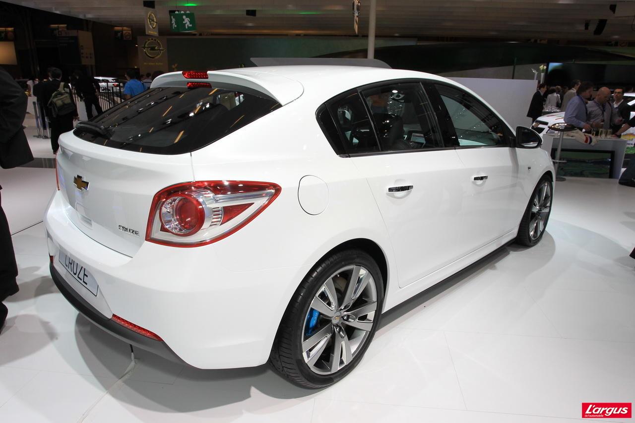 Chevrolet cruze une cinq portes contre courant salon for Casse auto 113 salon de provence