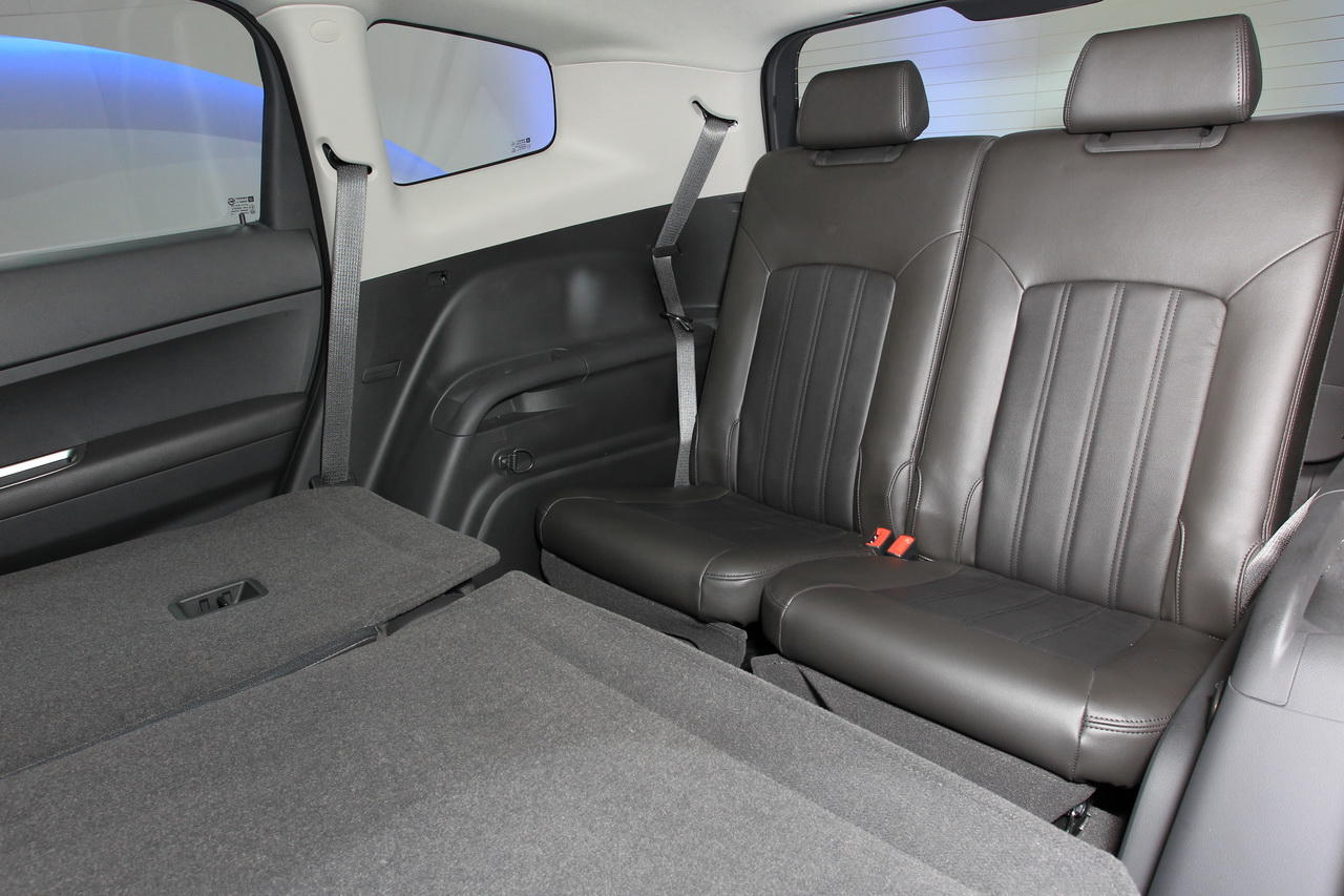 chevrolet orlando un grand sc nic prix d 39 ami salon de l 39 auto 2010. Black Bedroom Furniture Sets. Home Design Ideas