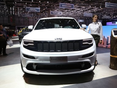 Jeep Grand Cherokee SRT Night : la Jeep de l'extrême !