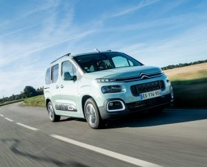 Citroën Berlingo M Shine bleu travelling avant droit