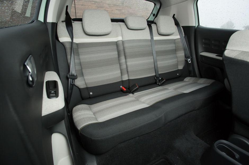 Mustang Vs Camaro >> Essai comparatif : la nouvelle Citroën C3 affronte la ...