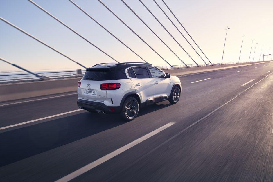 2017 - [Citroën] C5 Aircross [C84] - Page 19 Citroenc5aircrosshybridedynamique3