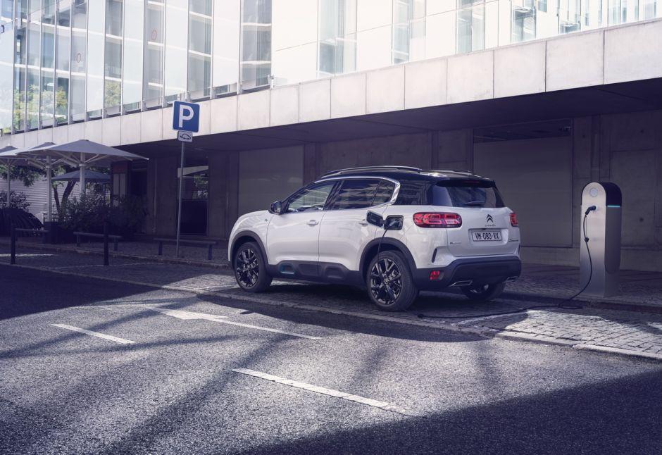 2017 - [Citroën] C5 Aircross [C84] - Page 19 Citroenc5aircrosshybridestatiquebrancheerue1_1