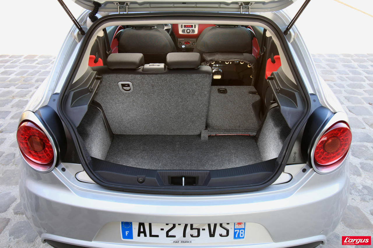 taille coffre 2008 sacs de voyage set specifiques coffre de voiture peugeot 2008 2014 peugeot. Black Bedroom Furniture Sets. Home Design Ideas