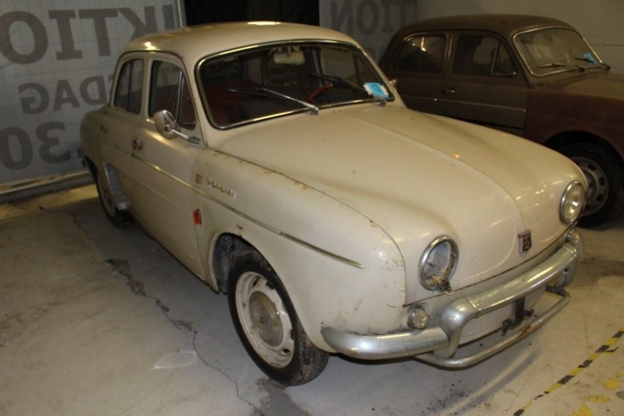 50 Vieilles Renault Decouvertes Dans Une Grange Au Danemark