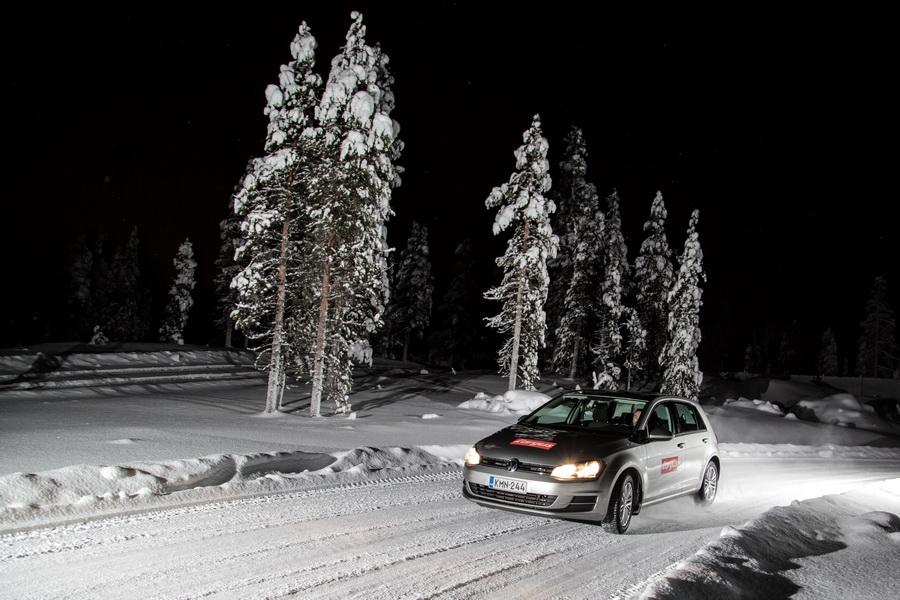 pneus hiver cha nes chaussettes conduite sur neige nos conseils photo 6 l 39 argus. Black Bedroom Furniture Sets. Home Design Ideas