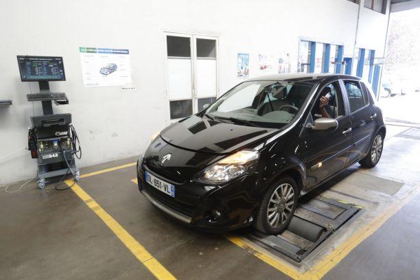 Controle Technique Banc De Freinage Renault Clio Noire