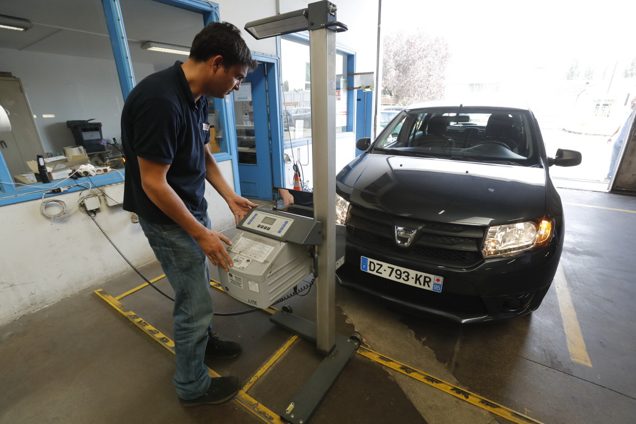 Photo plastic omnium veut poursuivre sa progression en for Plastic omnium auto exterieur services