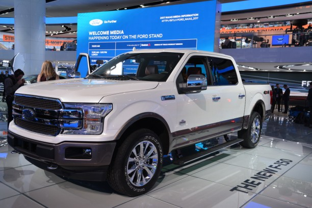 Pick-up Ford F-150 diesel NAIAS 2017 couleur blanche  vue avant