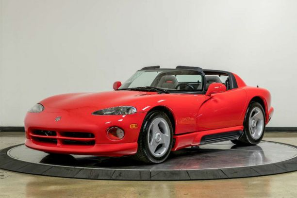 une dodge viper vendre avec seulement 54 km au compteur l 39 argus. Black Bedroom Furniture Sets. Home Design Ideas
