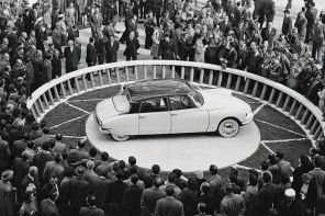 Citroen ds 19 salon de paris 1955 foule