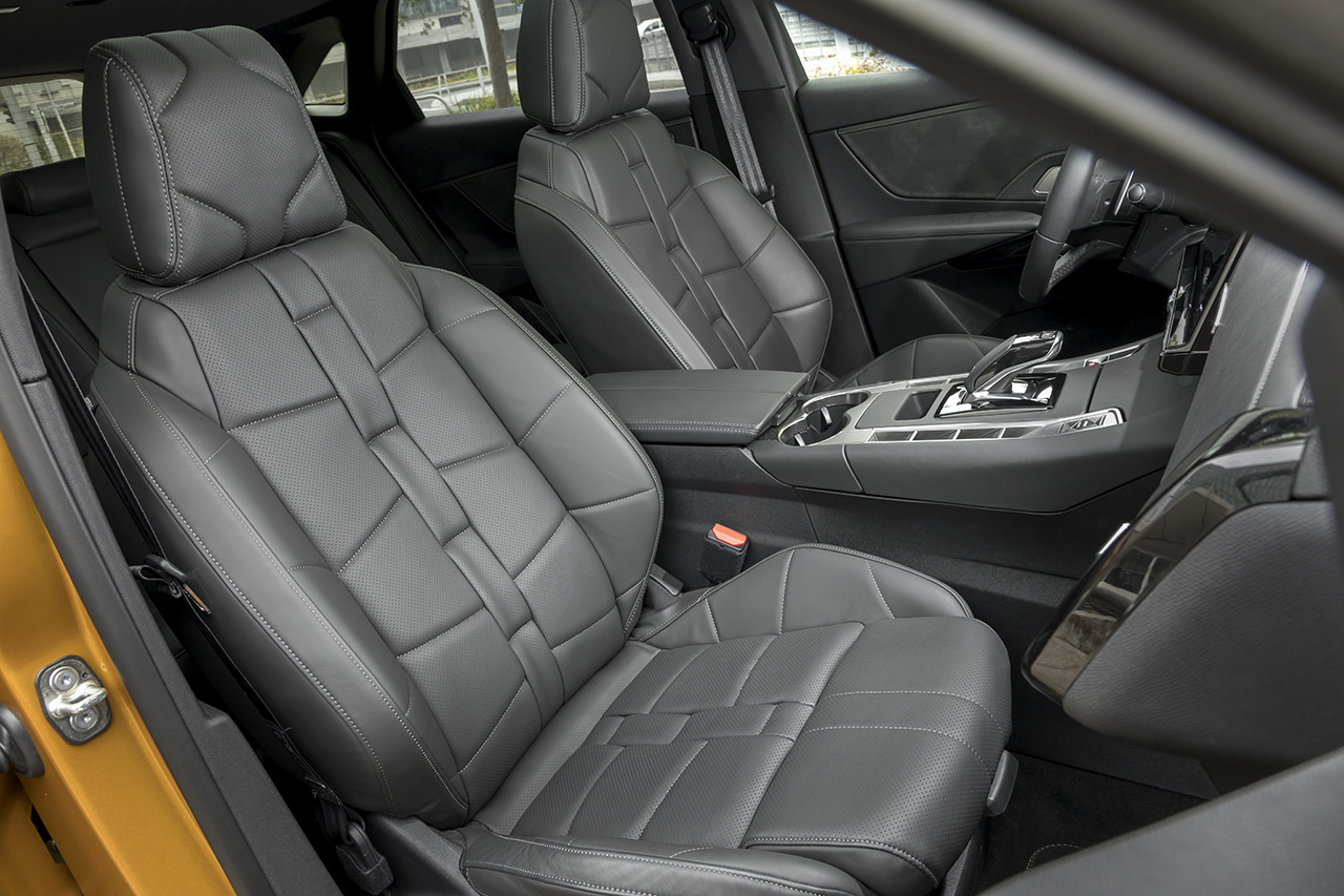 essai ds7 crossback au volant du premier suv de ds photo 7 l 39 argus. Black Bedroom Furniture Sets. Home Design Ideas