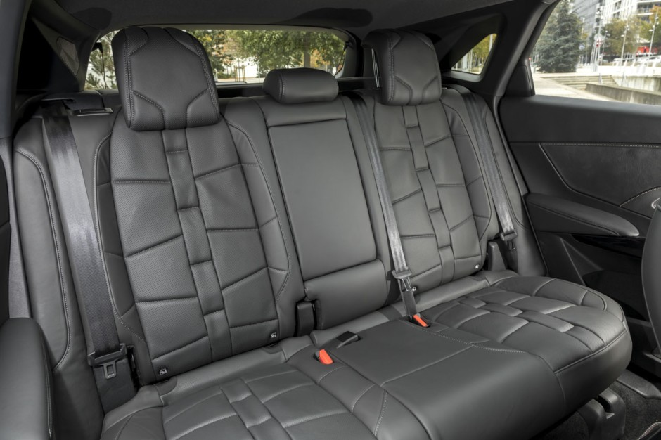 essai ds7 crossback au volant du premier suv de ds photo 22 l 39 argus. Black Bedroom Furniture Sets. Home Design Ideas