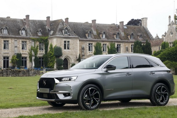 ds7 crossback 2018 suivez notre essai du suv ds l 39 argus. Black Bedroom Furniture Sets. Home Design Ideas