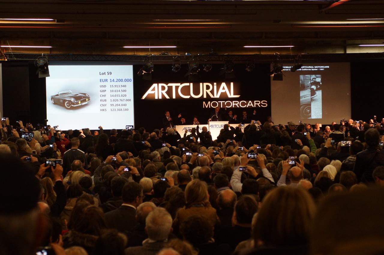 vid o du jour la vente record d 39 artcurial r tromobile 2015 photo 1 l 39 argus. Black Bedroom Furniture Sets. Home Design Ideas