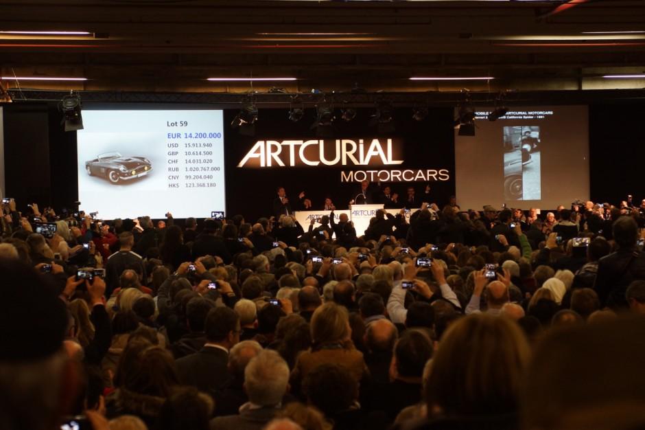 vid o du jour la vente record d 39 artcurial r tromobile. Black Bedroom Furniture Sets. Home Design Ideas
