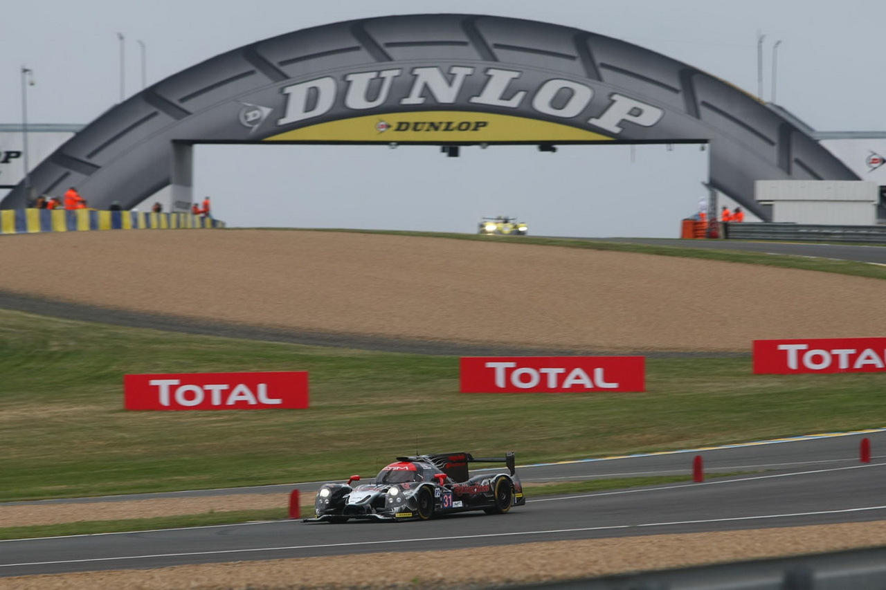 dunlop aux 24 heures du mans les pneus de la saison 2015 photo 1 l 39 argus. Black Bedroom Furniture Sets. Home Design Ideas