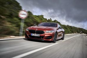BMW M850i sunset orange travelling avant gauche