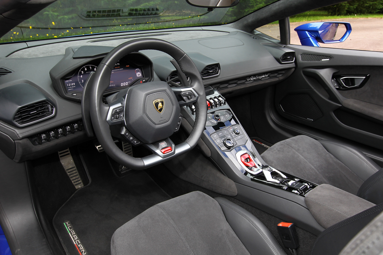 essai lamborghini huracan spyder 2016 jamais aussi proche des nuages photo 1 l 39 argus. Black Bedroom Furniture Sets. Home Design Ideas