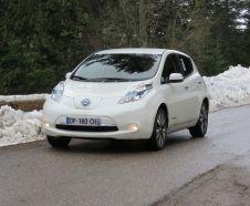 """Non vous ne r�vez pas, c'est bien une Nissan Leaf qui est """"� l'attaque"""" dans la mont�e du Turini."""