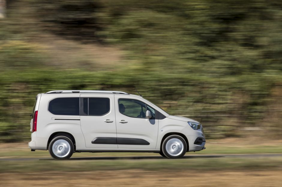 Opel Combo Life XL 2019 gris statique file droit