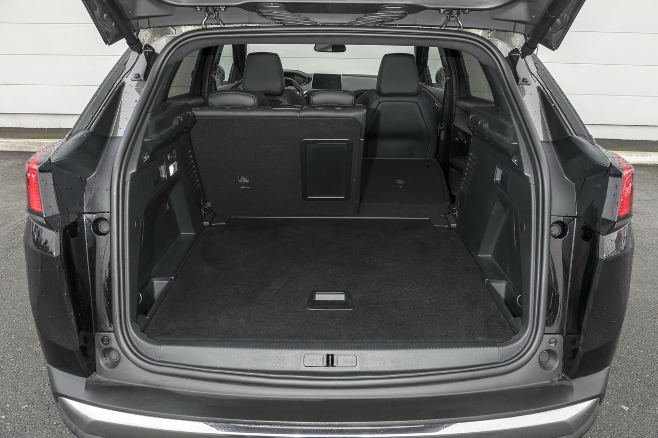 essai comparatif le ds7 crossback d fie le peugeot 3008 gt photo 102 l 39 argus. Black Bedroom Furniture Sets. Home Design Ideas