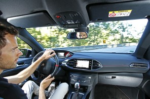 Essai de la Peugeot 308 GTi 2015 sur les routes du Portugal photos exclusives