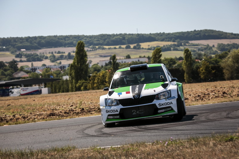 essai skoda fabia r5 l 39 au volant de la fabia de rallye photo 4 l 39 argus. Black Bedroom Furniture Sets. Home Design Ideas