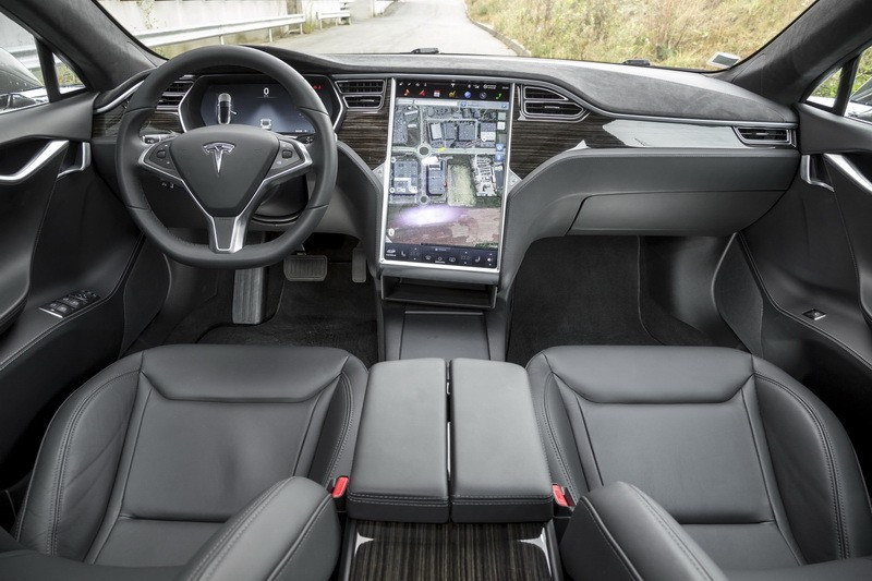 Essai tesla model s 90d 2016 autonomie et plaisir de for Interieur tesla model s