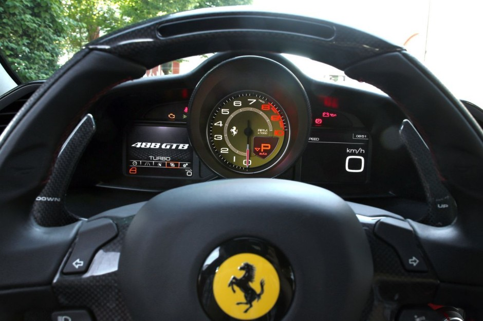 essai ferrari 488 gtb 2015 deux turbos pour changer d 39 re photo 5 l 39 argus. Black Bedroom Furniture Sets. Home Design Ideas