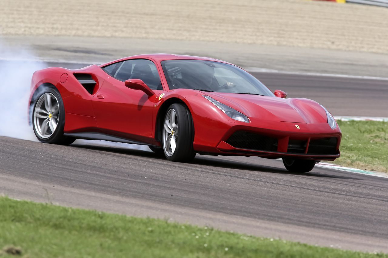 essai ferrari 488 gtb 2015 deux turbos pour changer d 39 re l 39 argus. Black Bedroom Furniture Sets. Home Design Ideas