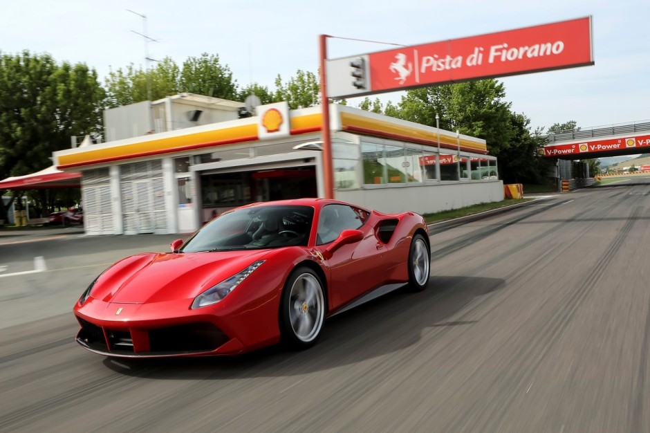 ferrari 488 gtb le prix la vid o et les photos de l 39 essai photo 1 l 39 argus. Black Bedroom Furniture Sets. Home Design Ideas