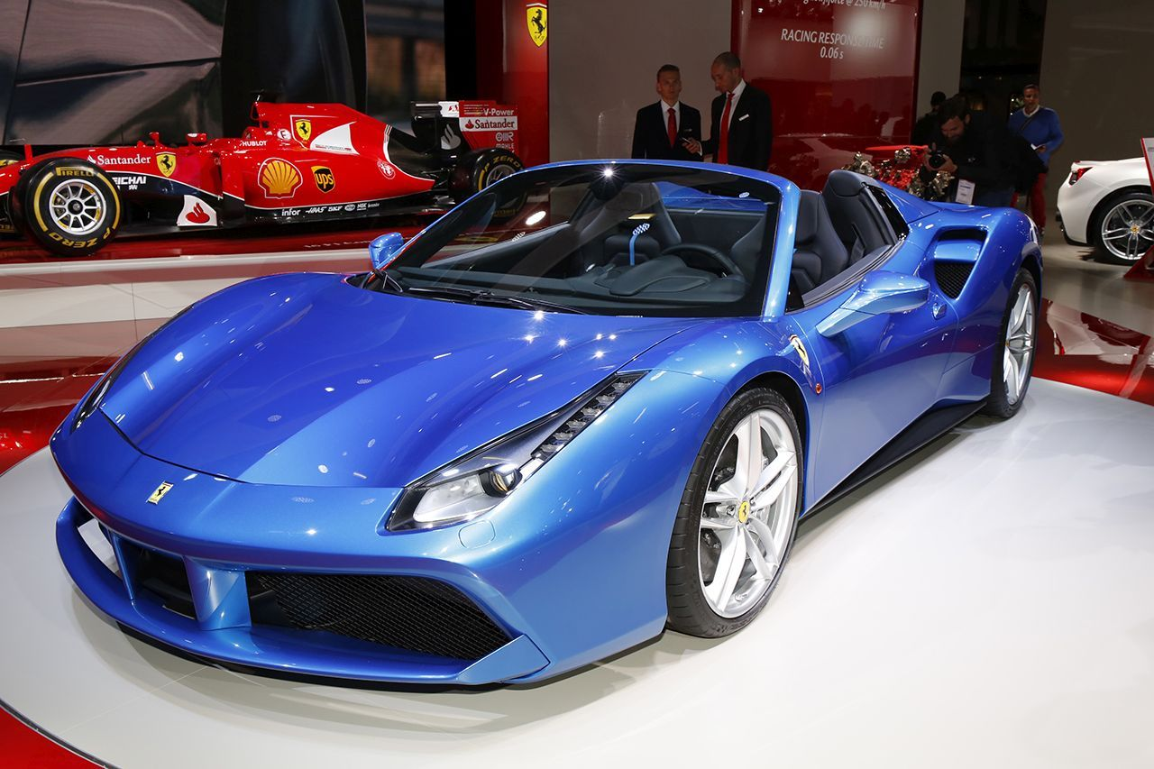 francfort 2015 ferrari 488 spider la diva d voile son prix l 39 argus. Black Bedroom Furniture Sets. Home Design Ideas