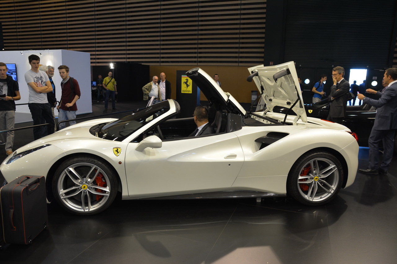salon auto lyon 2015 bord de la ferrari 488 spider photo 2 l 39 argus. Black Bedroom Furniture Sets. Home Design Ideas
